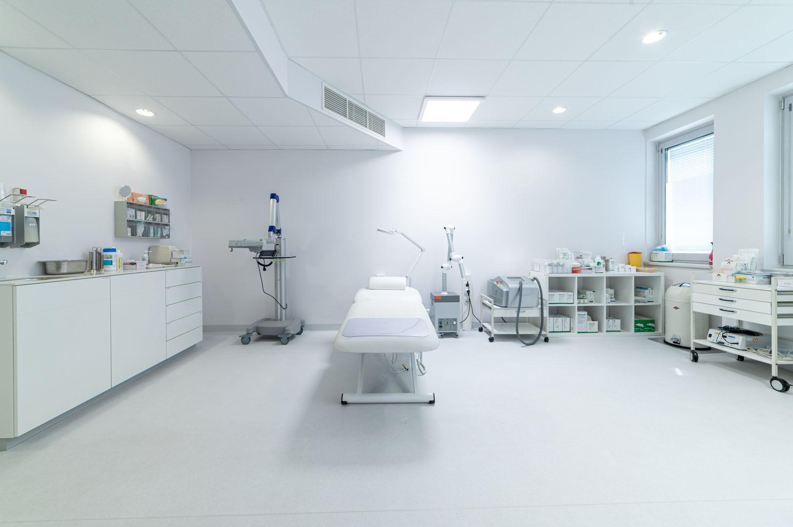 Behandlungsraum Dermatologie 11